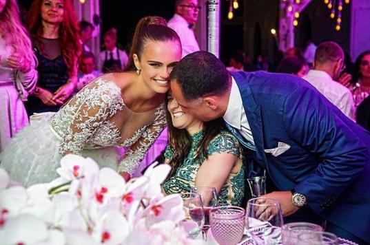 """بالفديو والصور : عارضة بمجلة """"بلاي بوي"""" تتزوج من مليونير مصري"""