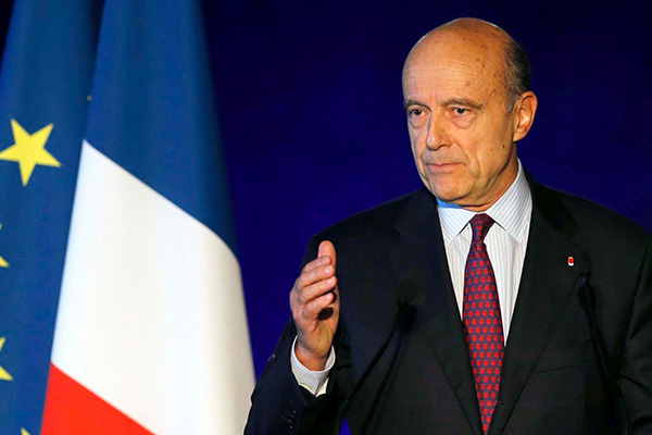 """رئيس الوزراء الفرنسي السابق ينتقد فيون بسبب """"مجاملته المفرطة"""" لبوتين"""