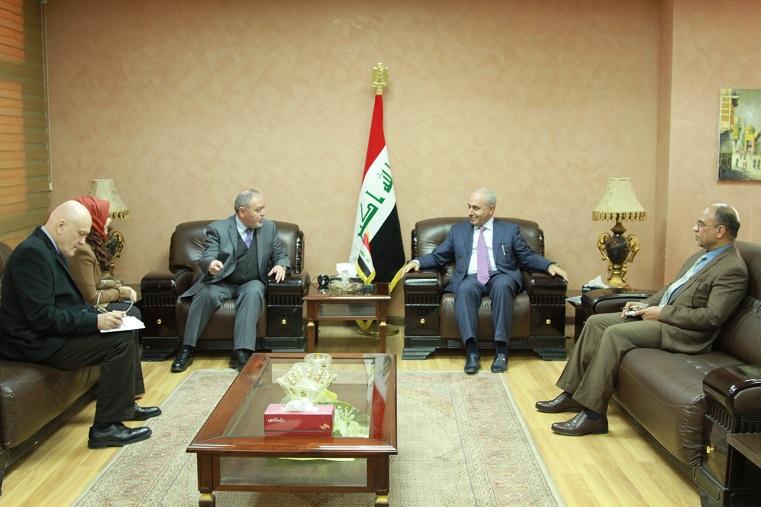 وزير التخطيط  العراقي يبحث مع السفير الروماني تطوير العلاقات الثنائية بين البلدين في المجالات الاقتصادية  والصناعية