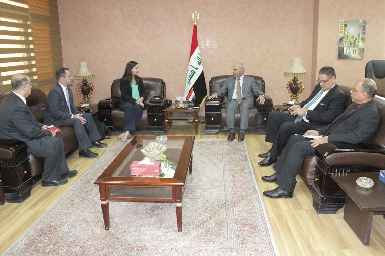 العراق وكندا يبحثان تطوير العلاقات التجارية والاقتصادية والتربوية بين البلدين