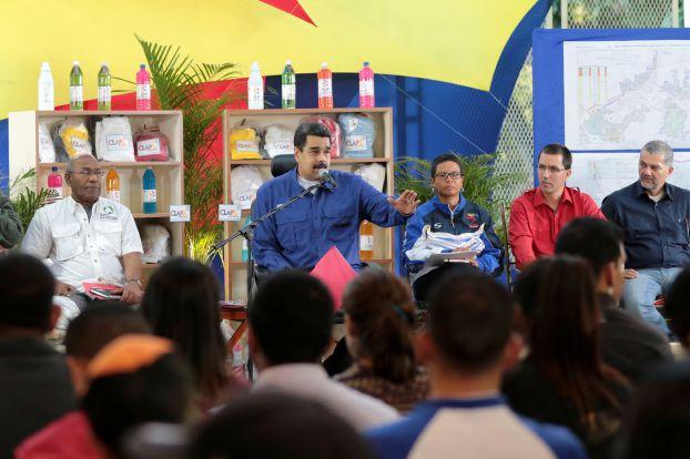الرئيس الفنزويلي يعلن عن طرح عملات ورقية بقيمة 500 بوليفار وخمسة آلاف بوليفار