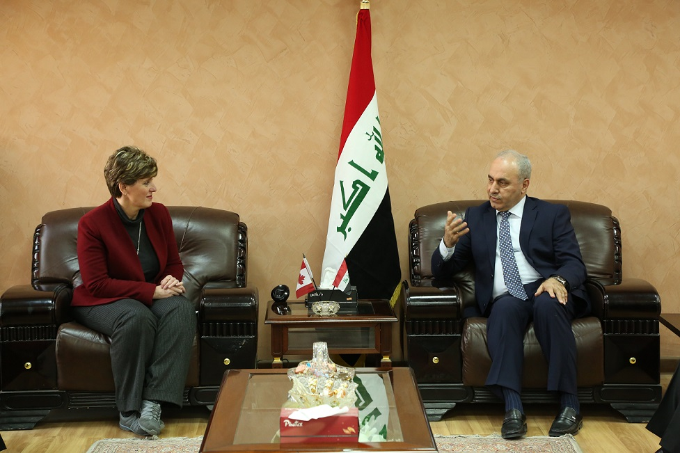 وزير التخطيط العراقي يبحث مع وزيرة التنمية الكندية إعادة اعمار المناطق المحررة وتعزيز اللامركزية