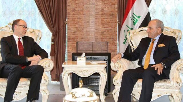 وزير التخطيط العراقي يبحث مع السفير الامريكي تداعيات قرار منع العراقيين من السفر إلى امريكا