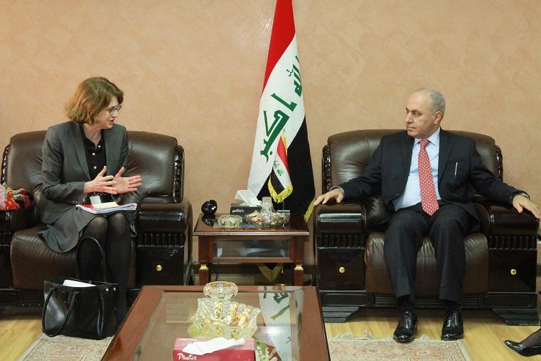 وزير التخطيط العراقي يبحث مع سفيرة السويد اكمال الاستعدادات لتوقيع اتفاقية التعاون المشترك لدعم بلاده في اعادة الاعمار وتمكين المرأة