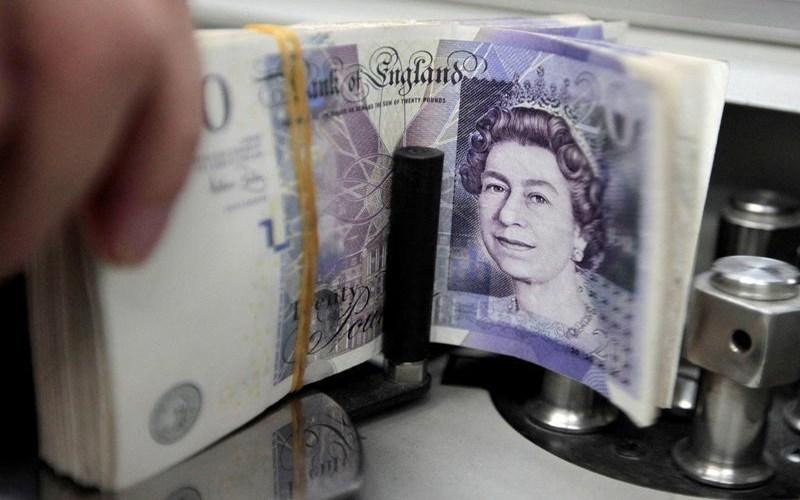 الاسترليني يرتفع مع ترقب المستثمرين بيانات التضخم البريطاني