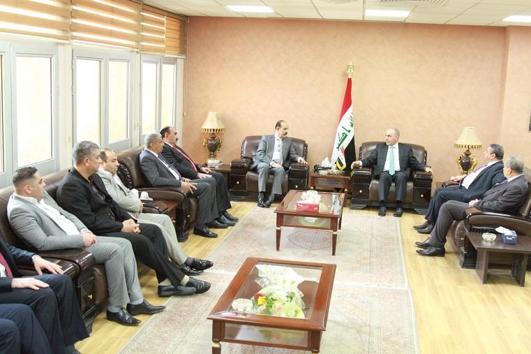 وزير التخطيط العراقي يبحث مع رئيس لجنة الاستثمار النيابية ورئيس اتحاد المقاولين العراقيين اليات تسديد مستحقات المشاريع المنفذة