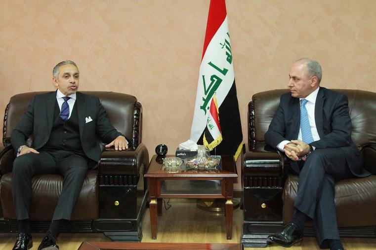 وزير التخطيط العراقي يبحث مع السفير المصري تعزيز التعاون الاقتصادي والاستثماري والتجاري بين البلدين