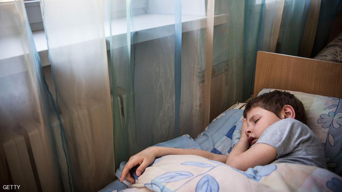 التنويم المغناطيسي لعلاج آلام البطن عند الأطفال