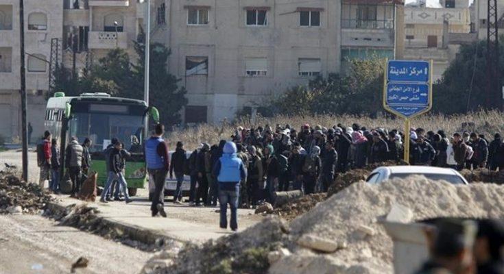 بدء نزوح الدفعة الثانية من المسلحين وعائلاتهم من حي الوعر بسوريا