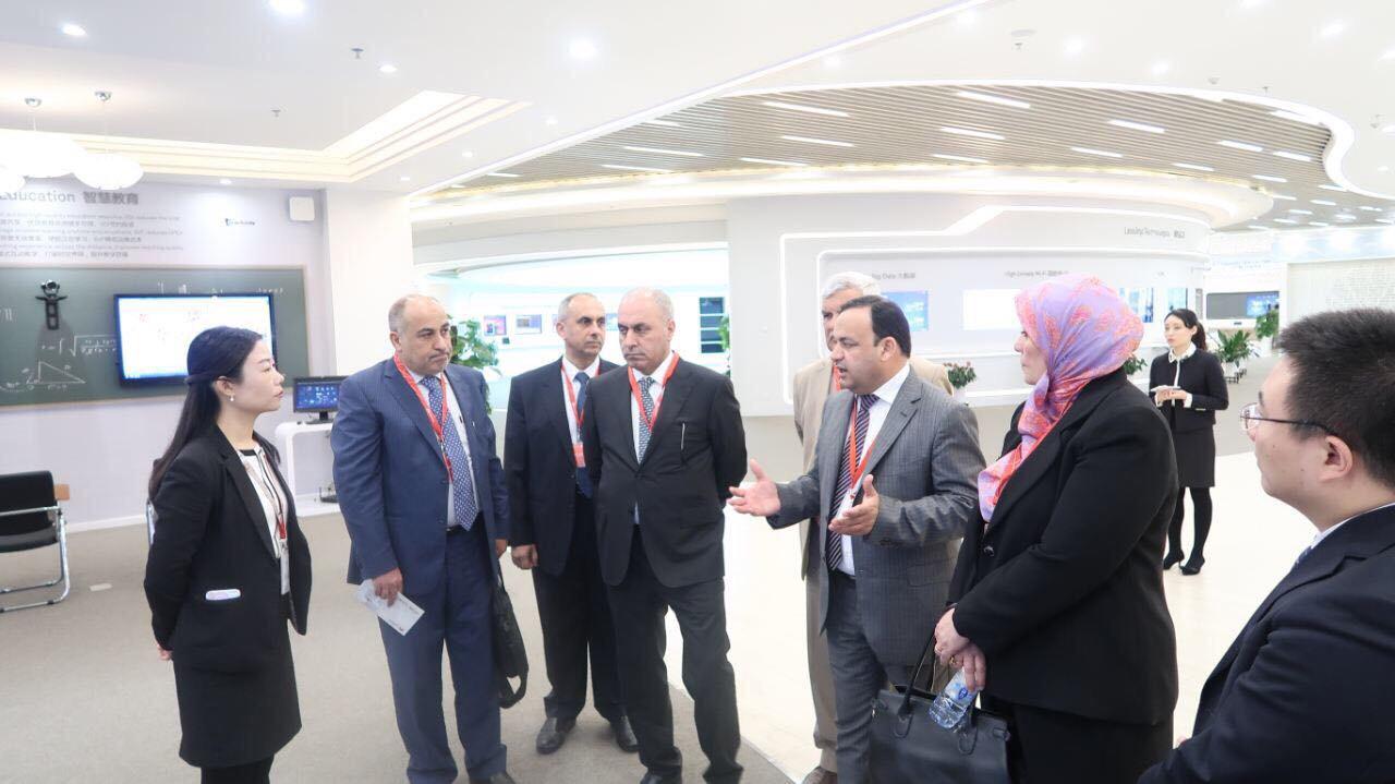 وزير التخطيط العراقي يزور بكين وشركتي  هواوي وسيو شور لبحث سبل دعم الصين للعراق في المجالات التقنية والامنية واعادة الاعمار.