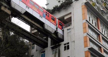 لحل أزمة كثافة السكان الصين تدشن قطار يمر داخل برج سكني