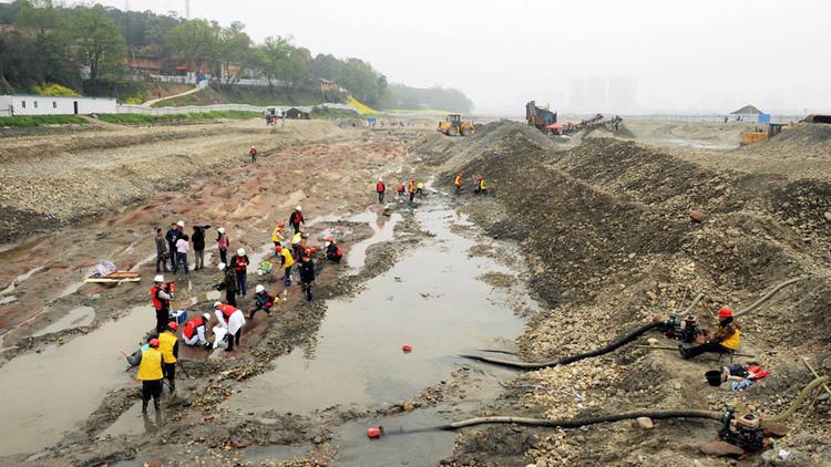 اكتشاف نهر الذهب في الصين
