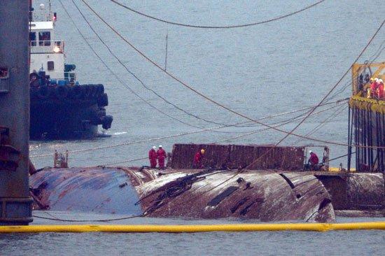 انتشال العبارة سي وول بعد 3 سنوات من غرقها في كوريا الجنوبية