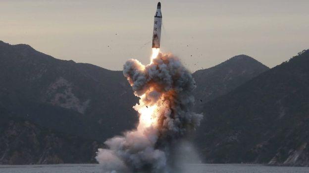 كوريا الشمالية تختبر محركا صاروخيا فائقا