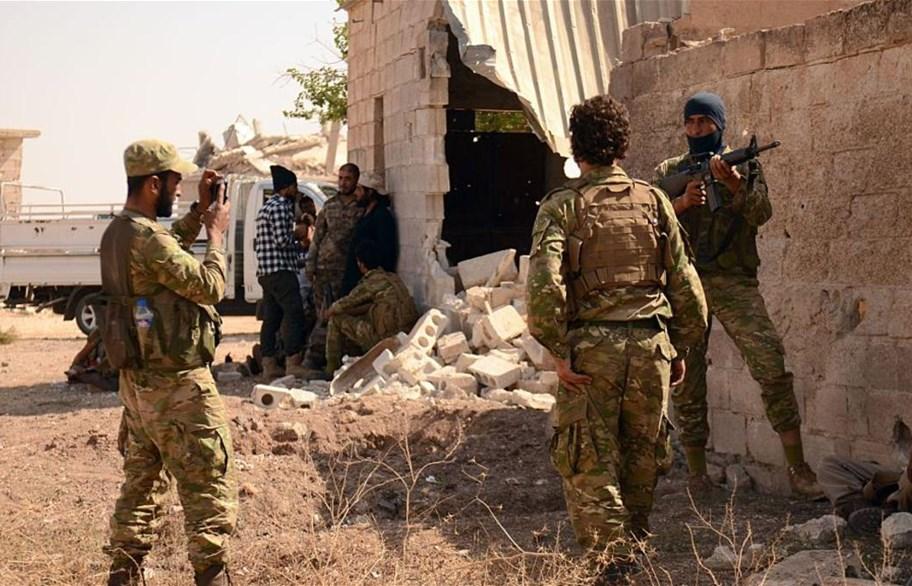 اشتباكات بين الجيش السوري والمعارضة على طريق يؤدي إلى قلب دمشق