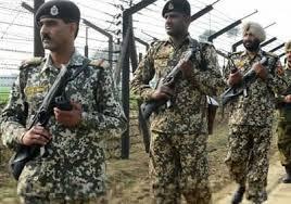 باكستان تعزل نفسها عن افغانستان ببناء سياج على طول الحدود