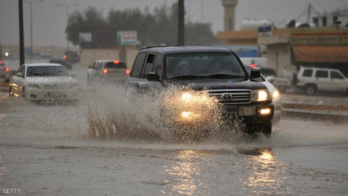 تقلبات الجو في السعودية تعلق رحلات قطار وإيقاف مباراة