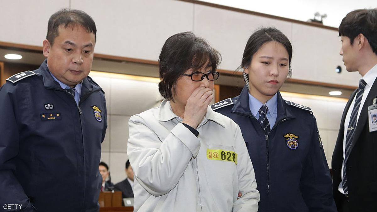 كيف قضت الرئيسة المعزولة ليلتها الأولى في السجن؟