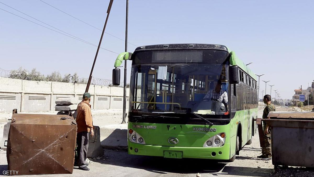 وصول الدفعة الثالثة من مهجري حي الوعر إلى إدلب