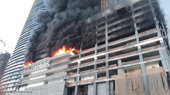 إخماد حريق في أبراج قيد الإنشاء بدبي