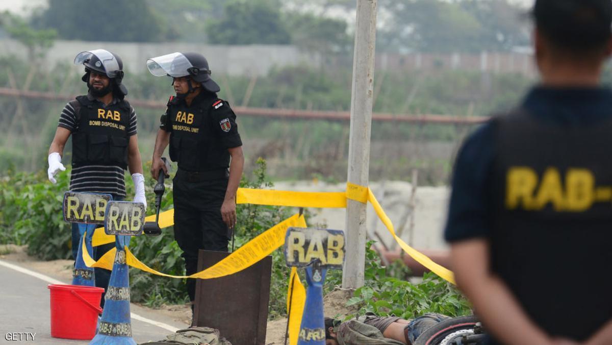 الإعدام لشخصين لإدانتهما بقتل مدون ببنغلادش