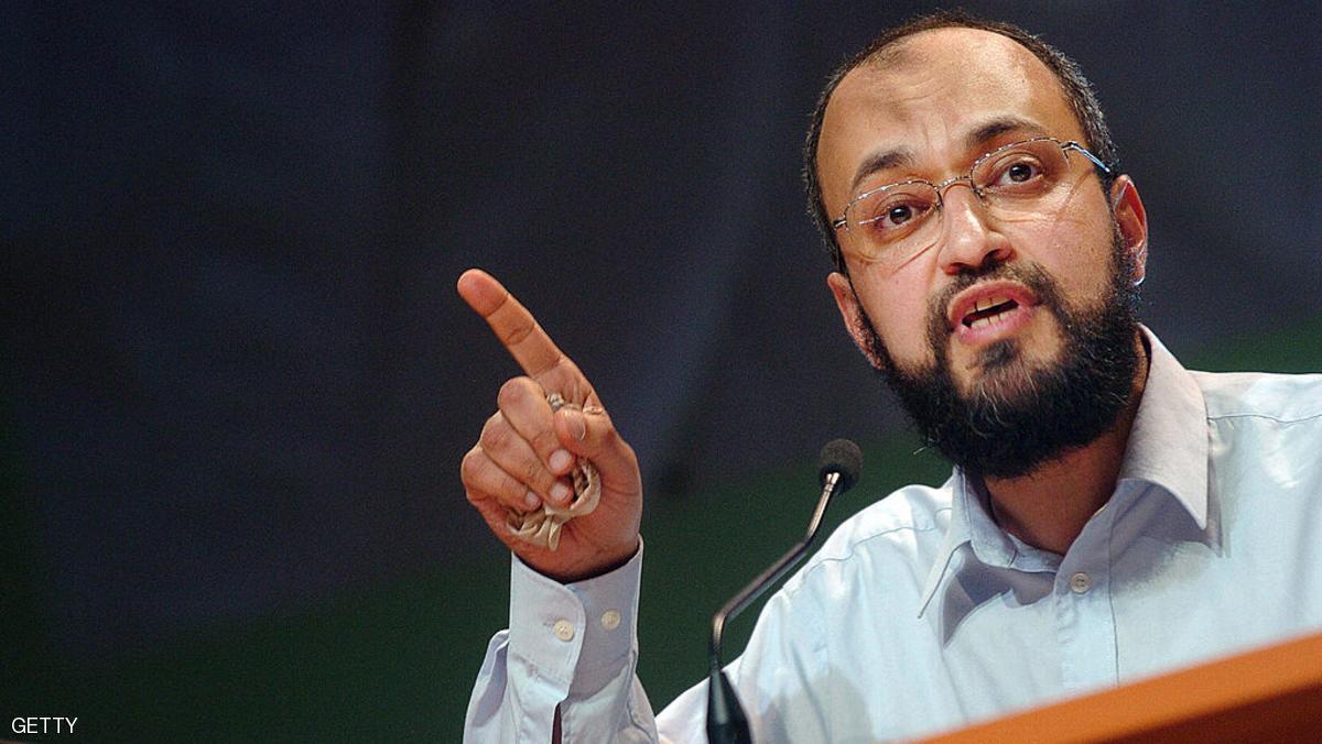 فرنسا تطرد حفيد مؤسس جماعة الإخوان