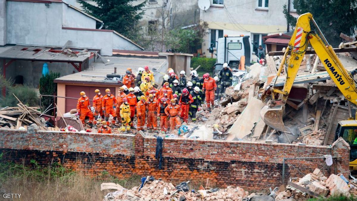 قتلى في انهيار مبنى في بولندا