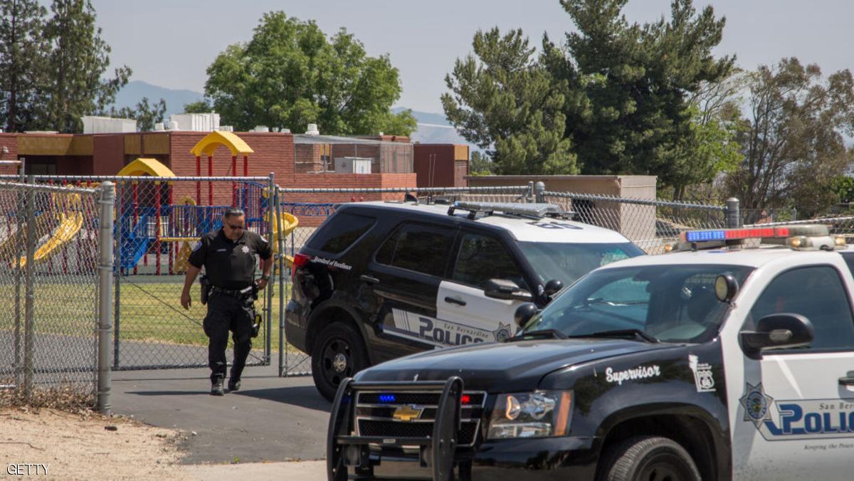 مسلح يقتل امرأة وينتحر بمدرسة في كاليفورنيا