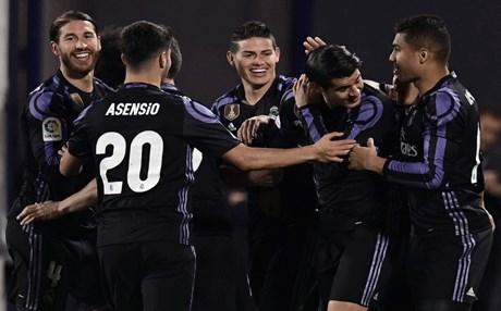 ريال مدريد يستعيد صدارة الدوري الاسباني برباعية