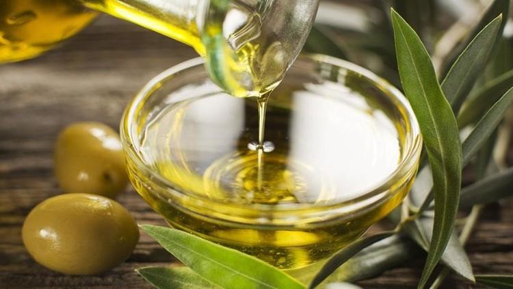 العلم يكشف عن فائدة جديدة لزيت الزيتون