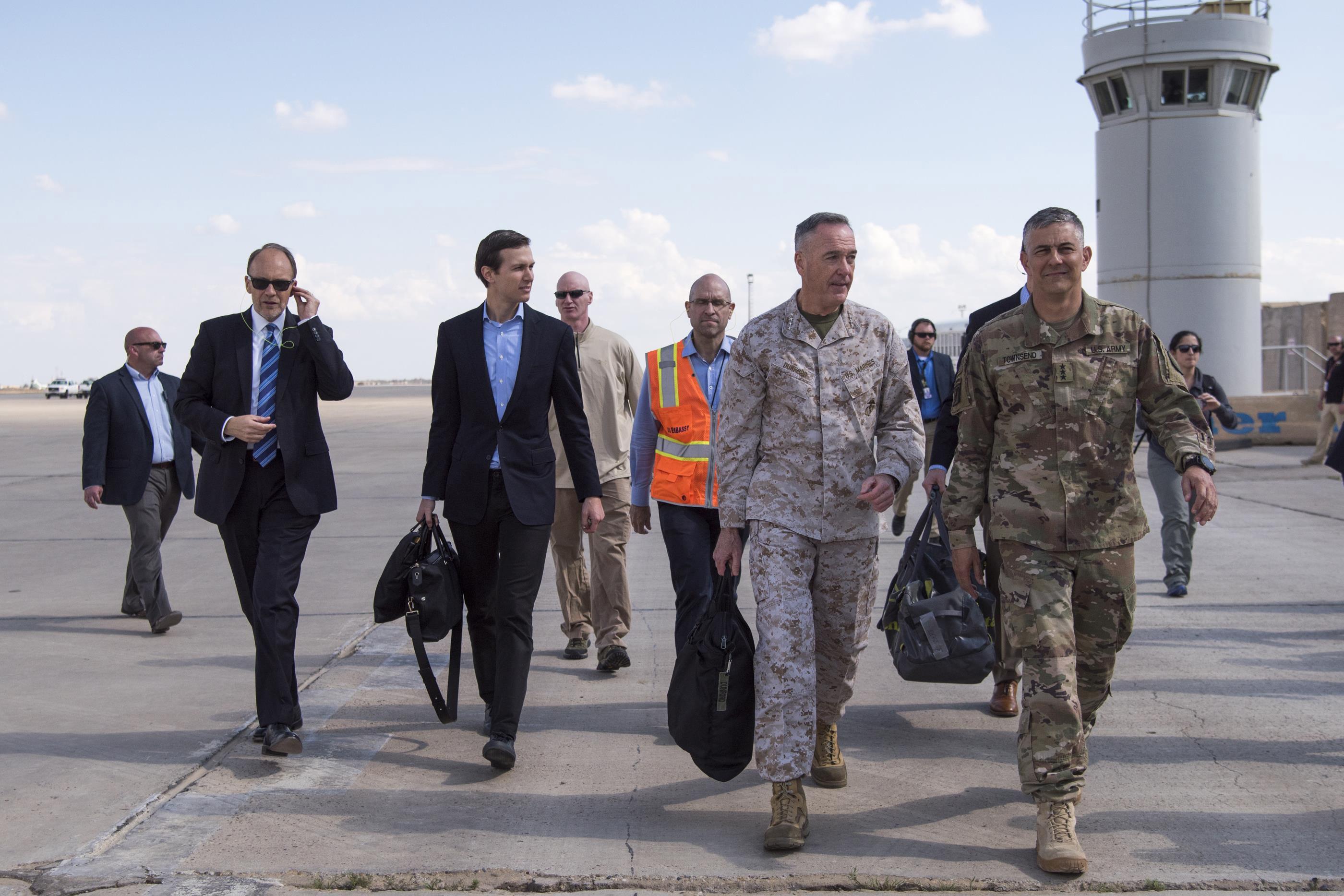 زوج ابنة ترامب يتفقد القواعد الأمريكية في العراق