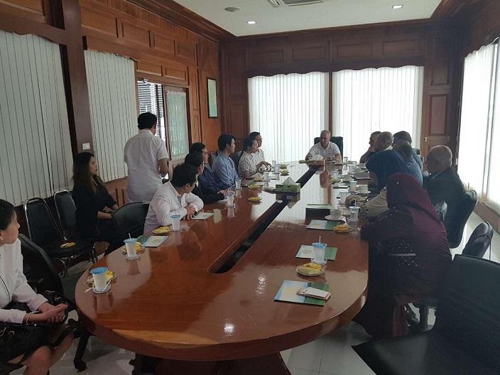 وزير التخطيط وزير التجارة وكالة يلتقي نظيرته التايلندية ويبحث معها العلاقات الثنائية بين البلدين