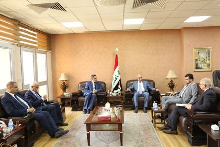 وزير التخطيط يبحث مع محافظ البصرة واقع المشاريع الخدمية والاستثمارية في المحافظة