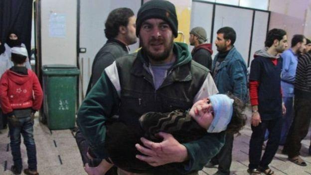 """""""250 قتيلا"""" جراء قصف الغوطة الشرقية في سوريا"""
