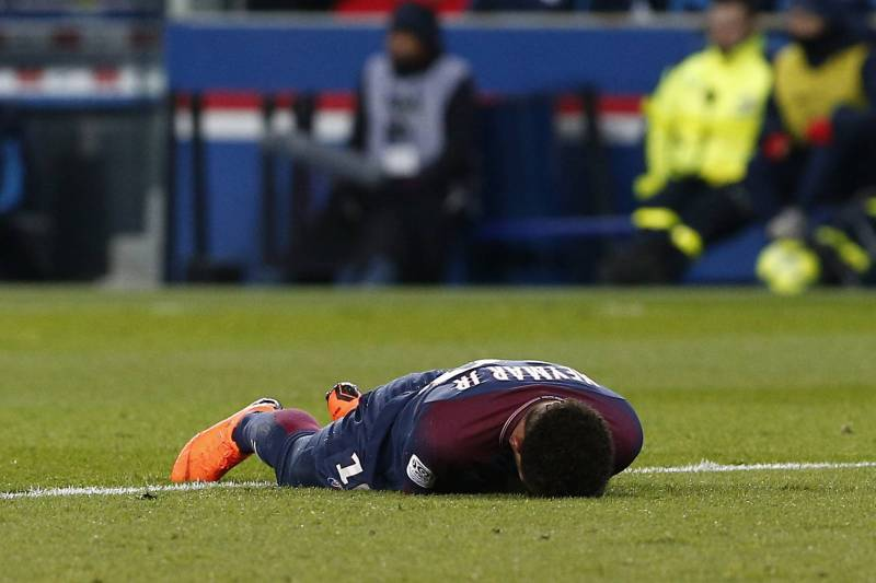 إصابة نيمار تثير هلع باريس سان جيرمان قبل مواجهة ريال مدريد