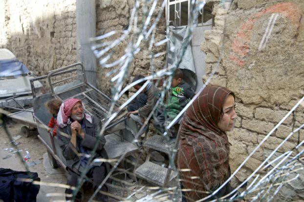 34 قتيلاً بقصف عنيف على الغوطة ودمشق تتوقع خروج مسلحين قريباً