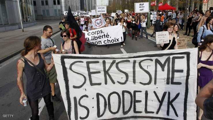 """أساء لضابطة شرطة فدخل تاريخ """"التحيز الجنسي"""""""
