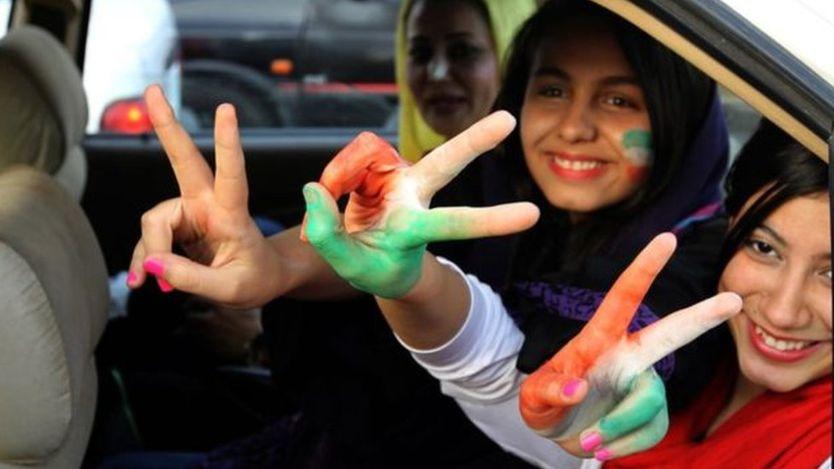 السلطات الإيرانية تعتقل 35 امرأة حاولن حضور مباراة كرة قدم