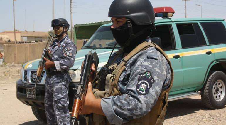 """مقتل طبيب """"عراقي وعائلته"""" طعنا بالسكاكين"""