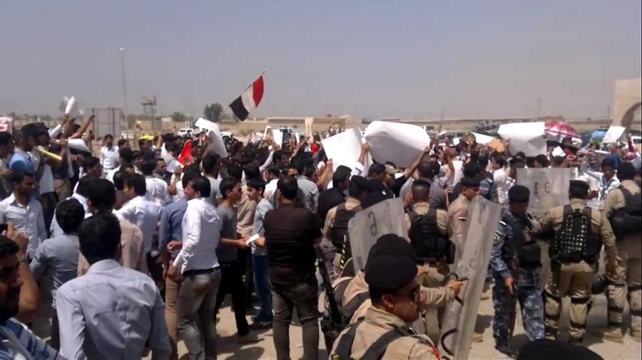 مظاهرتان في البصرة.. مطالبات بتوفير فرص عمل في القطاع النفطي