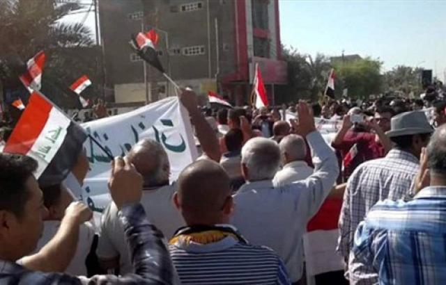 موظفو عقود مشاريع نقل الطاقة يتظاهرون امام وزارة الكهرباء للمطالبة برواتبهم المتأخرة