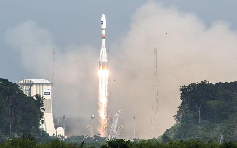 أمريكي يعتقد أن الأرض مسطحة يحلق على متن صاروخ من صنعه
