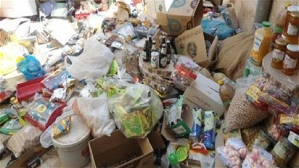 """الكمارك تضبط حاويات تحمل مواد غذائية """"فاسدة"""" ومسافرين إيرانيين بحوزتهم """"مخدرات"""""""