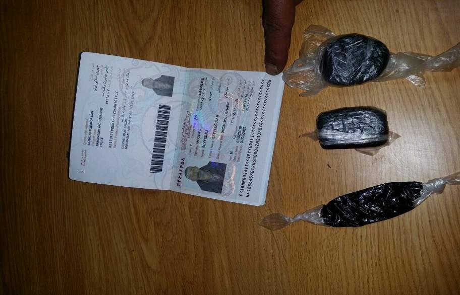 ضبط أربعة مسافرين إيرانيين أحدهم بحوزته مادة مخدرة في منفذ زرباطية