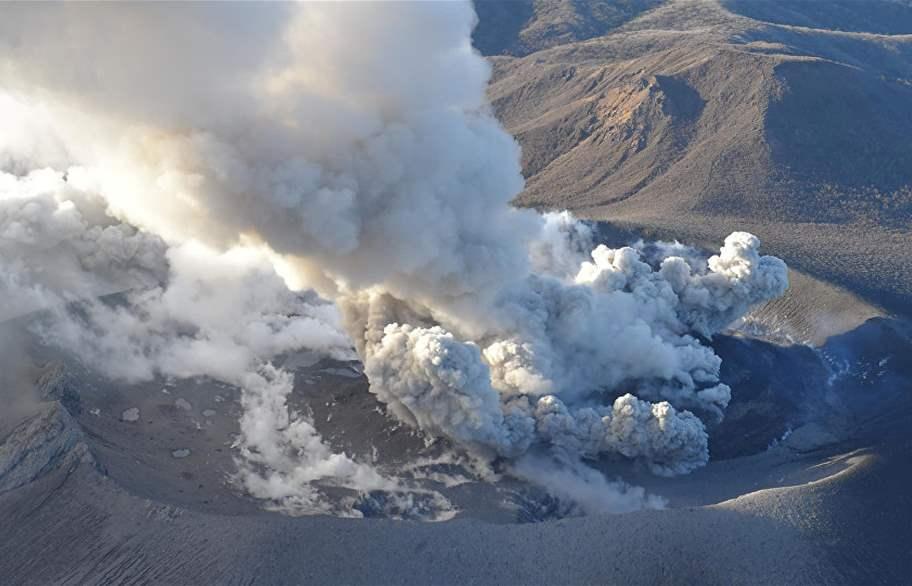 اجلاء 200 شخص في إندونيسيا بسبب ادخنة بركانية سامة