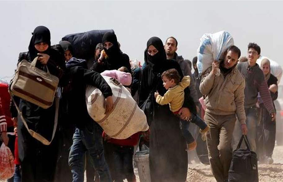 1700 مدني غادروا دوما عبر الممرات الإنسانية أمس