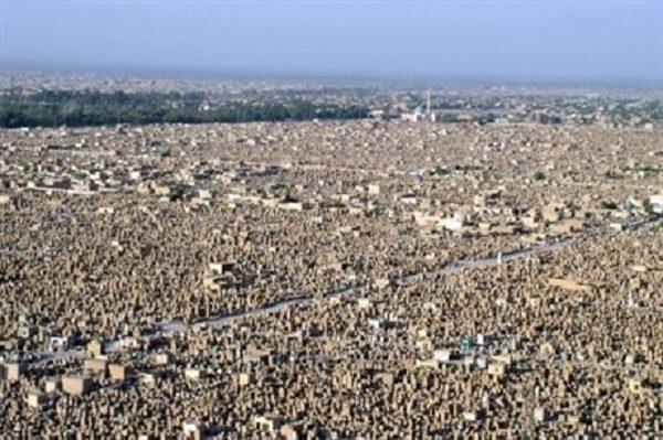 الكرعاوي يطالب بتشكيل لجنة تحقيقية بشأن توزيع أراضي في شوارع مقبرة النجف الاشرف