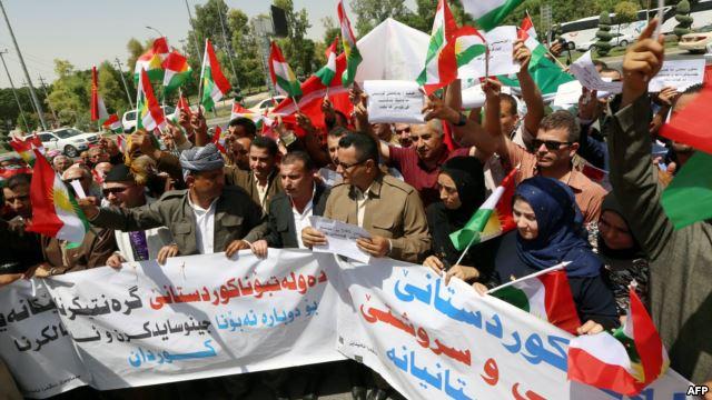 """متظاهرو كردستان يلوحون بـ""""اساليب اخرى"""" ويتوجهون نحو مكتب طالباني"""
