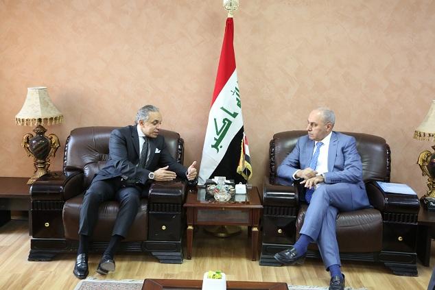 وزير التخطيط العراقي يبحث مع السفير المصري تطويرالعلاقات الثنائية بين البلدين في المجالات الاقتصادية والاستثمارية