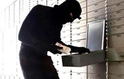 عصابة تسلب صيرفياً 15 الف دولار وتطلق النار عليه جنوب الناصرية
